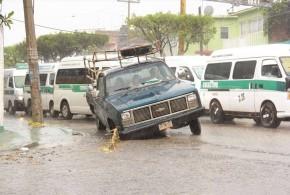 """Con un """"ustedes disculpen"""", alcalde de Tuxtla se lava las manos, por daños que causan obras públicas de su administración."""