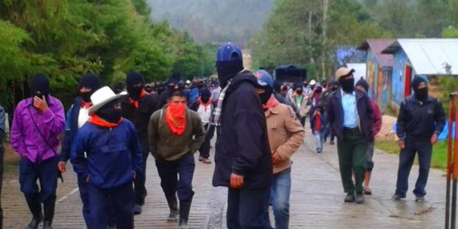 En Chiapas miles de zapatistas se manifiestan en apoyo a Ayotzinapa y el pueblo Yaqui.