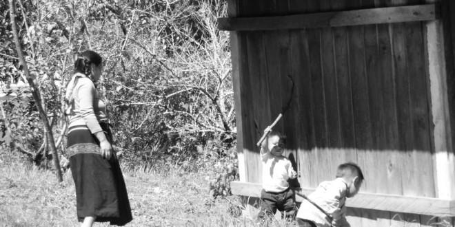 """""""No muere nuestra memoria aunque el mal gobierno lo quiere acabar nuestras raíces"""", indígenas desplazados de Banavil, Chiapas."""