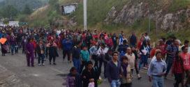Maestr@s y sociedad solidaria regresan a bloqueo en San Cristóbal, tras ser desalojados violentamente por grupos de choque y policía federal y estatal.