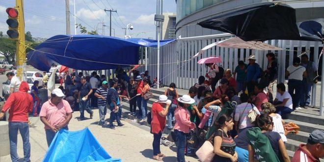 La CNTE toma la Torre Chiapas, ¿el gobierno en jaque?