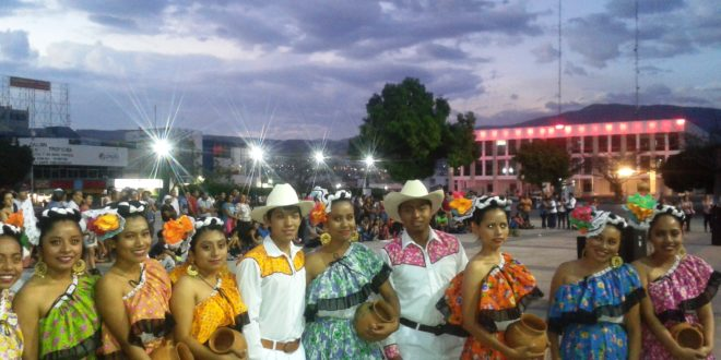 Normal Mactumactzá conmemora el día Internacional de la Mujer, en Tuxtla Gutiérrez, Chiapas.