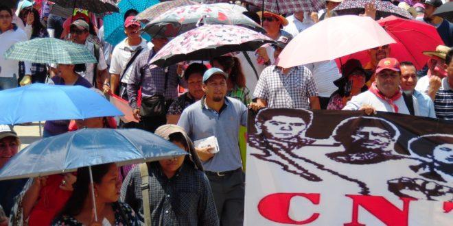 """""""Nada que festejar, mucho que defender"""", día del maestro en Chiapas"""
