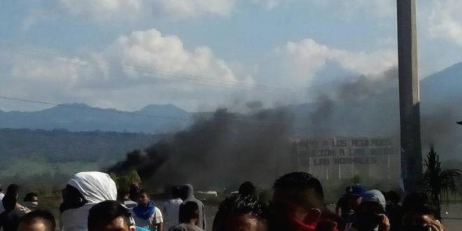 "Silvano Aureoles, escala de ""garrotiza"", a disparos contra normalistas de Michoacán"