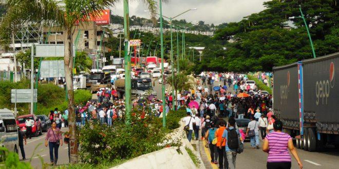 Maestr@s de la CNTE en Chiapas, repudian informe de Peña Nieto