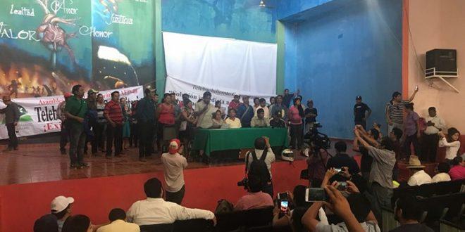 """Chiapas: """"Ustedes gobierno, por supuesto que salen debiendo"""", mensaje a Velasco de padres de familia de Telebachillerato"""