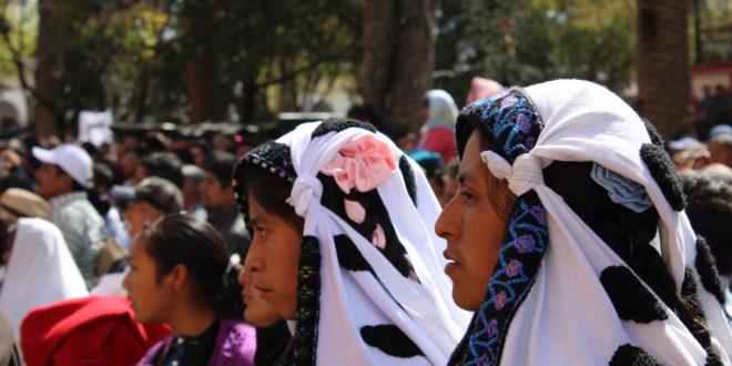 """""""Proponemos la construcción de la autonomía"""", comunidades de Chiapas, peregrinan en San Cristóbal de las Casas"""