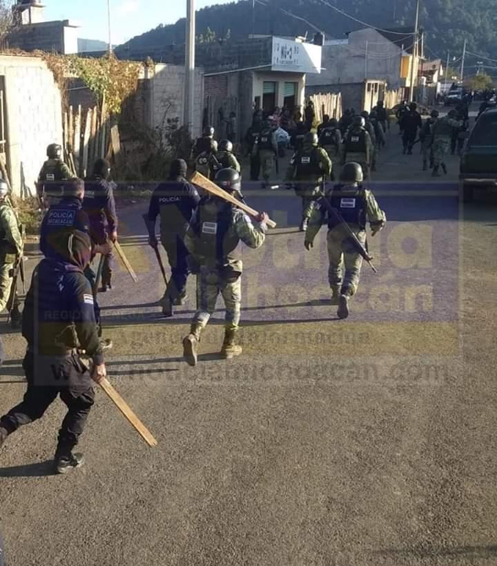 """Michoacán: Guardia Nacional """"reprime a cientos de manifestantes, realizando incluso múltiples disparos"""""""